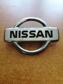 Motorkapembleem Nissan Micra K11 62890-6F600 gebruikt