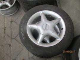 195/60R14 / 2x wiel met winterband 4 x 100 4x6J ET38