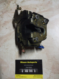 Deurslot linksvoor Nissan Almera N16 / Nissan Almera Tino V10 80503-BM660