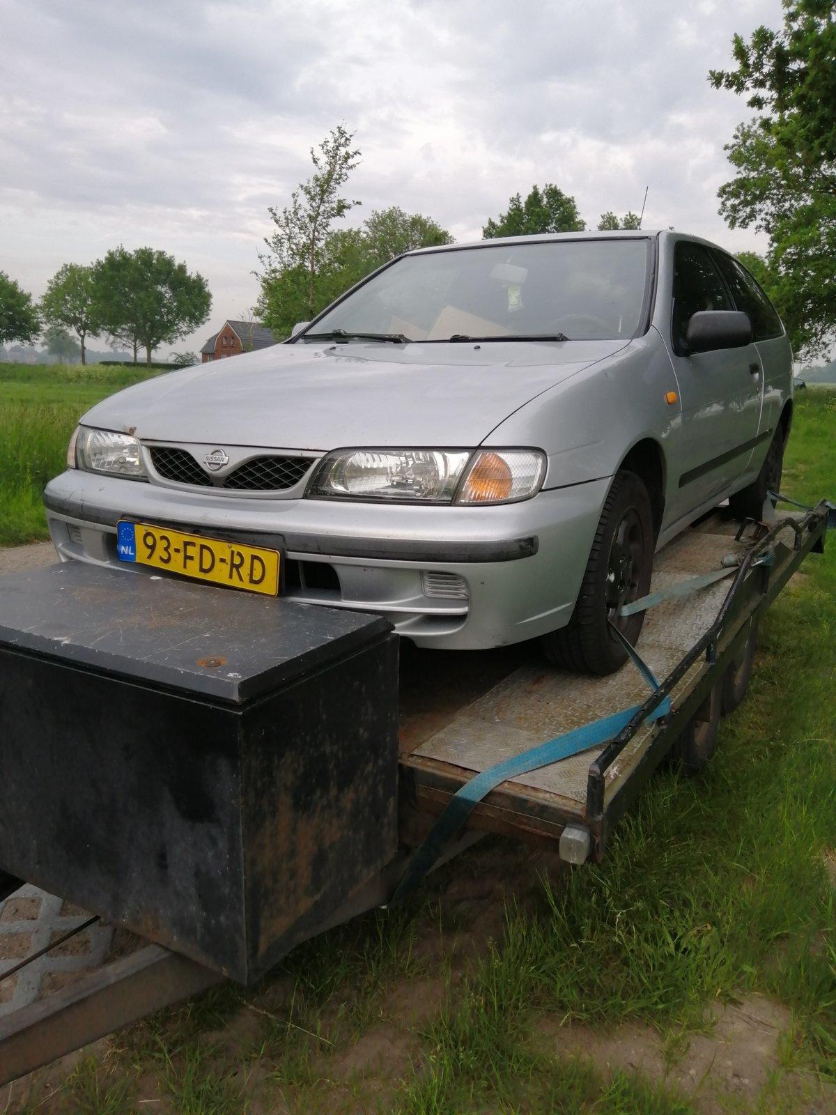 Nissan Almera N15 Zilver
