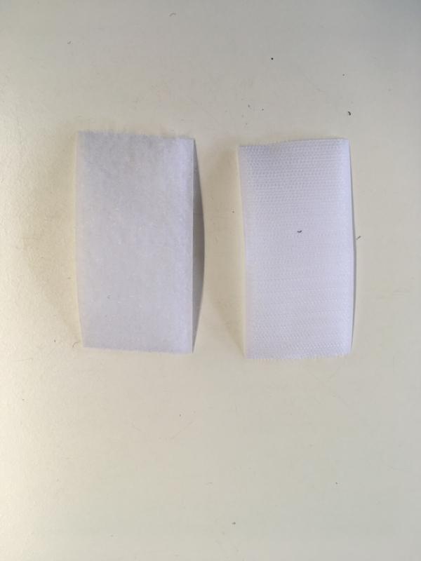 Klittenband beiden kanten 5cm breed en  25meter op één rol