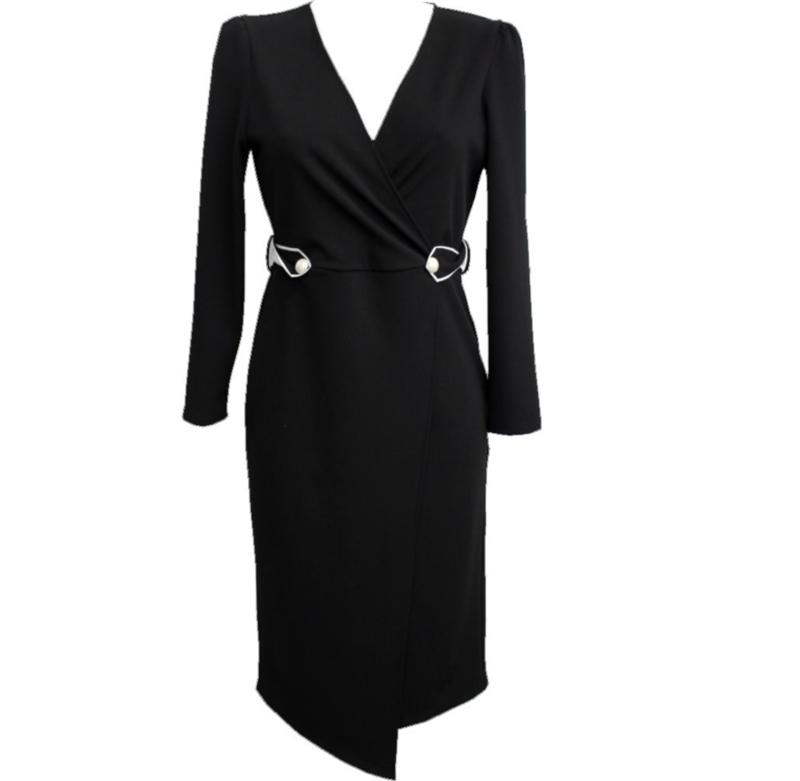chique black dress
