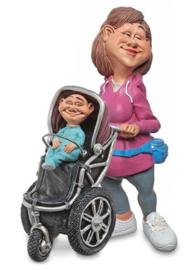 moeder met kind in buggy, kinderoppas,