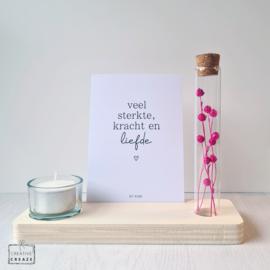 Memory Shelf met Droogbloemen, een kaarsje en een kaartje | Veel sterkte, kracht en liefde
