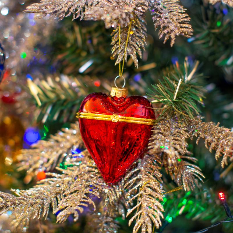 Glazen kerstbal Rood - hartvorm - kistje