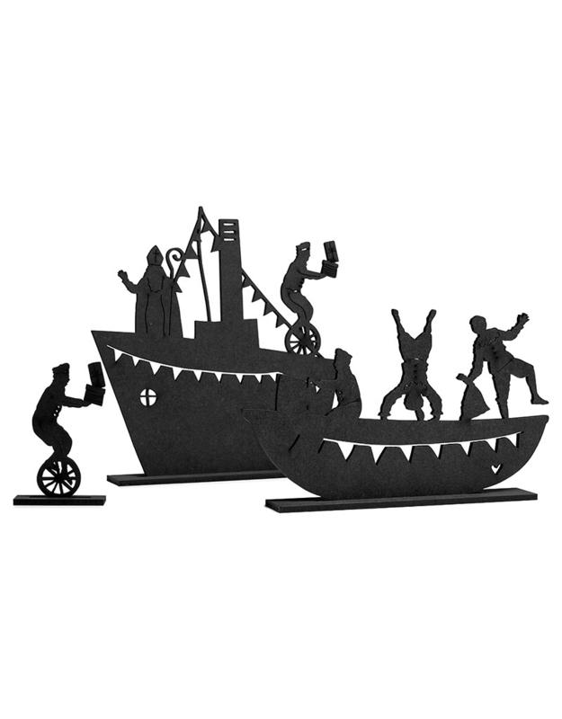 Houten stoomboot met Sint en Pietenbootje