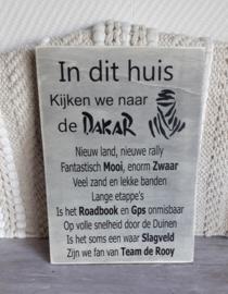 Tekstbord In dit huis kijken we naar de Dakar
