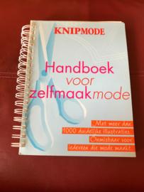Knip mode handboek voor zelfmaakmode voor iedereen die zelf mode maakt