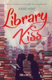 West, K: Library kiss Drie dagen opgesloten in de bibliotheek: droom of nachtmerrie? , Kasie West