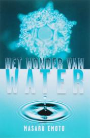 Het wonder van water Fotoboek waarin de betekenis van woorden en taal, hun oorsprong en hun effect op water wordt onderzocht , Masuru Emoto