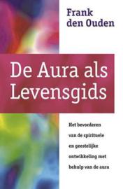 De aura als levensgids, het bevorderen van de spirituele en geestelijke ontwikkeling met behulp van de aura , F. den Ouden