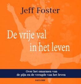 De vrije val in het leven over het omarmen van de pijn en de vreugde van het leven; gedachten en gedichten bij de 12 maanden van het jaar , Jeff Foster