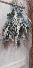 Witte toef met droogbloemen