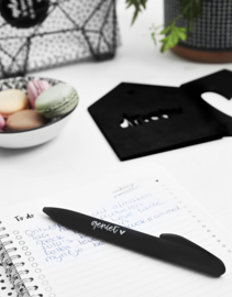 Zwarte pen met tekst 'geniet'