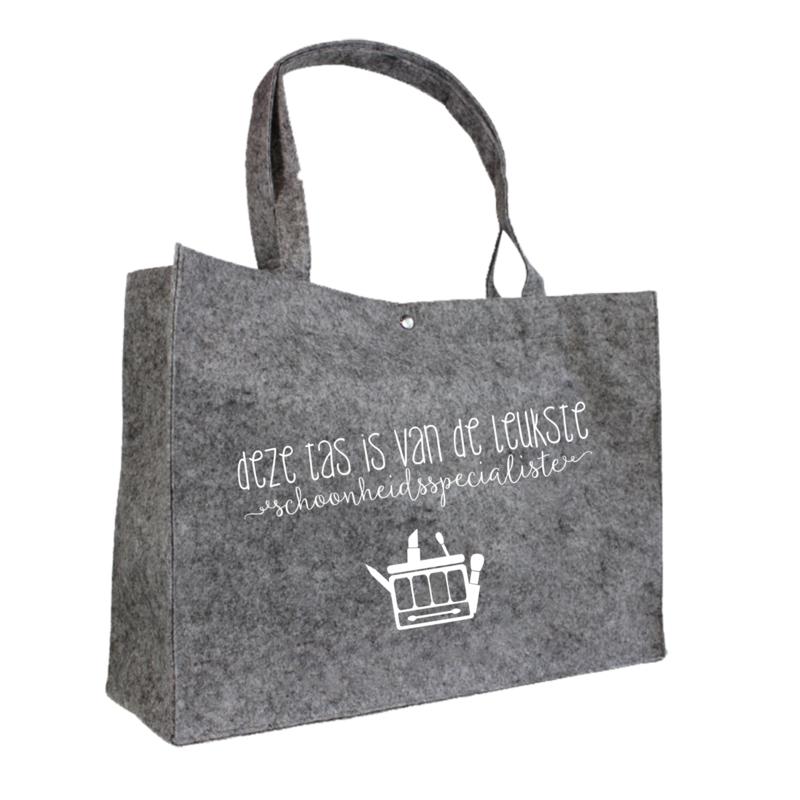 Deze tas is van de leukste schoonheidsspecialiste   vilten tas