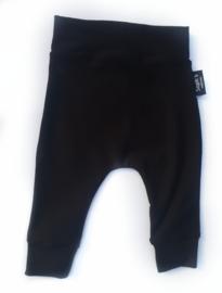 Zwart effen broekje