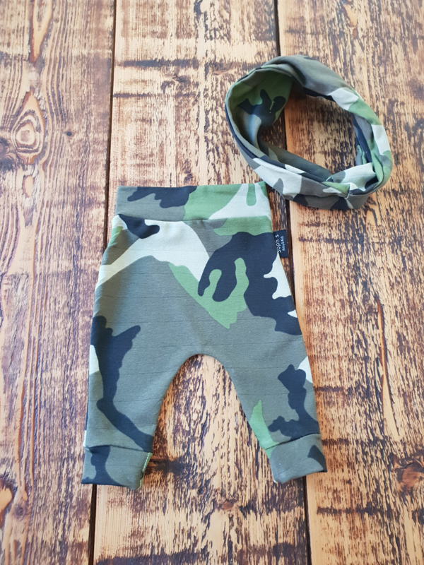 Camouflage broekje