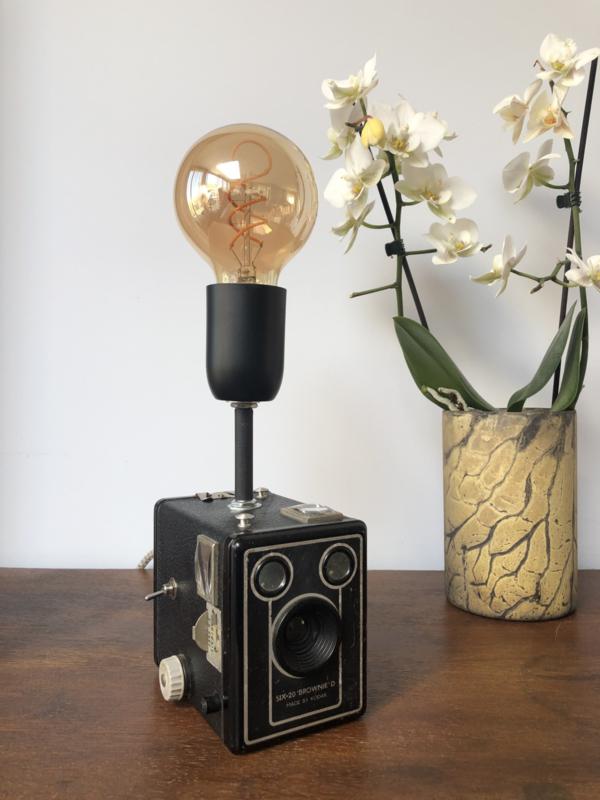 BROWNIE D camera lamp