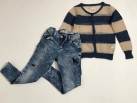 Guess damaged broek voor meisje van 6 jaar met maat 116