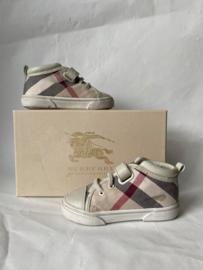 Burberry schoentjes voor jongen of meisje met maat 21