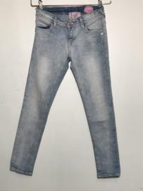 Vingino spijkerbroek voor meisje van 8 jaar met maat 128