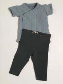 Babe & Tess dun broekje voor jongen of meisje van 6 maanden met maat 68