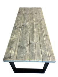 Tafel oude dikke steigerplanken en een stalen onderstel