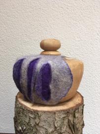 houten urn met vilt