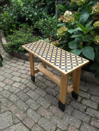 Eiken tafeltje zwart patroon