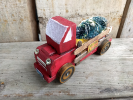 Kerstvrachtauto met kerstboom