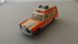 Wiking Ambulance mercedes 200 bewerkt model