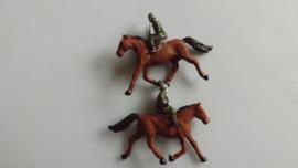 Soldaten op paard 2 stuks