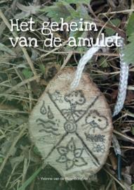 Het geheim van de amulet | Yvonne van de Roer-Schrijver