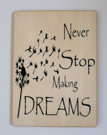 Kaart op hout: Never stop making dreams (13x18)