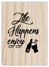 Kaart op hout: Life happens enjoy beer (13x18)