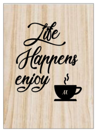 Kaart op hout: Life happens enjoy coffee (13x18)