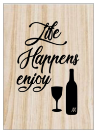 Kaart op hout: Life happens enjoy wine (13x18)