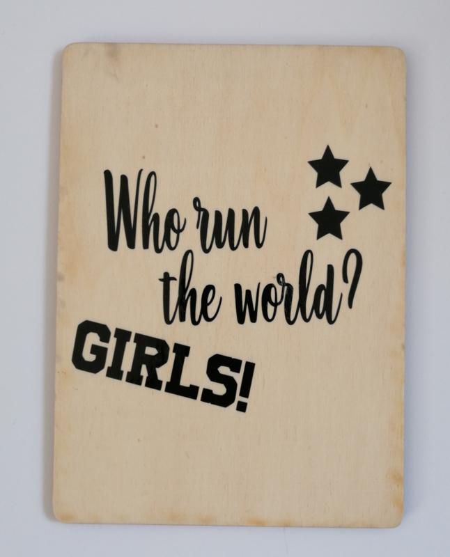 Kaart op hout: Who run the world....GIRLS (13x18)