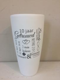 Witte vaas met opdruk, 30cm