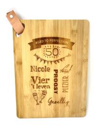 Hapjesplank, bamboo hout, 25x35 cm.  (prijs excl. gravure)