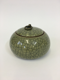 Urn van olijfgroen keramiek 8cm