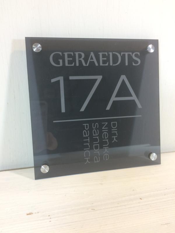 Naambord plexiglas met opdruk 20x20cm