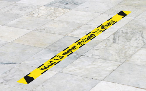 Vloerstickers Houd 1,5 meter afstand tot elkaar, formaat 8 x 150 cm.