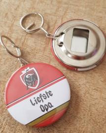 UITVERKOOP Button flesopener sleutelhanger Liefste Opa (jupiler)