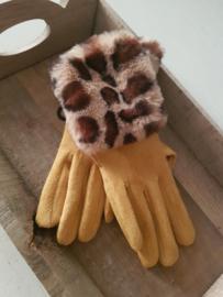 Handschoenen oker met giraf bontje