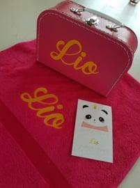 Cadeaupakket  handdoek met koffertje