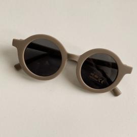 Petite Noé zonnebril Stone Sand