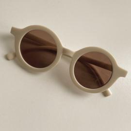 Petite Noé zonnebril Creamy Milk