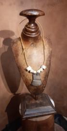 Halsketting met hanger van buffelhoorn