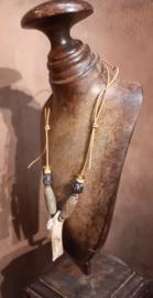 Halsketting met hanger van gewei